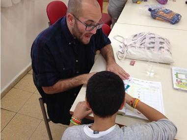 MASA Israel - Volunteer Teacher with student